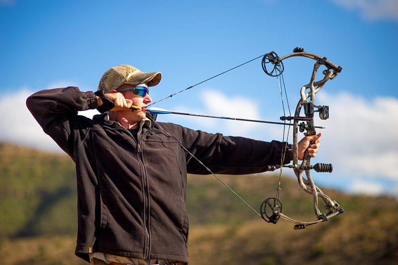 eviter de casser une corde d'arc pour la chasse