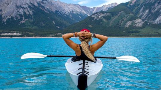 la différence entre un canoë et un Kayak ( a